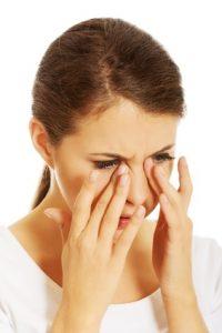 סינוסיטיס - אישה עם כאבים